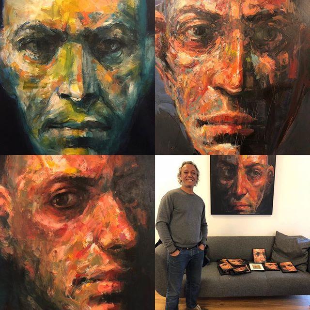 Big Brother is watching you!!! Der bliver kigget fra alle sider på vores kontor i #kolding hvor kunstner Adam Gabriel udstiller nogle af sine mange udtryksfulde menneskeansigter. Ideen bag værkerne er en søgen efter selve mennesket under overfladen. #LivetErForKortTil kedelige arbejdspladser #c2it #danishart @adamgabriel.dk