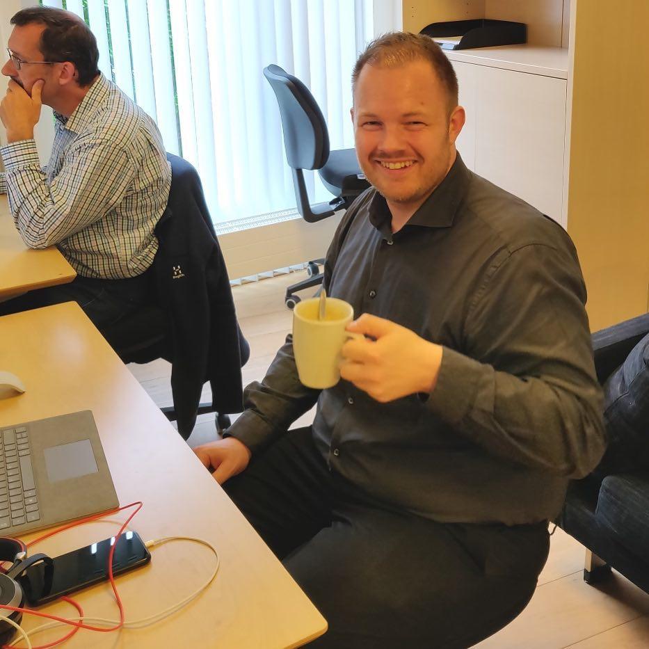 VELKOMMEN til Mike Seisbye, der er startet som BI konsulent i vores team inden for Ledelsesrapportering og dataanalyse. Mike har stor erfaring med Jet Reports, Dataanalyse m.v. Mike er her på besøg i Kolding hos Bo Altofte Hansen og de andre kollegaer, men ellers er han primært på vores lokation i Ballerup. #welcome #c2it #businessintelligence