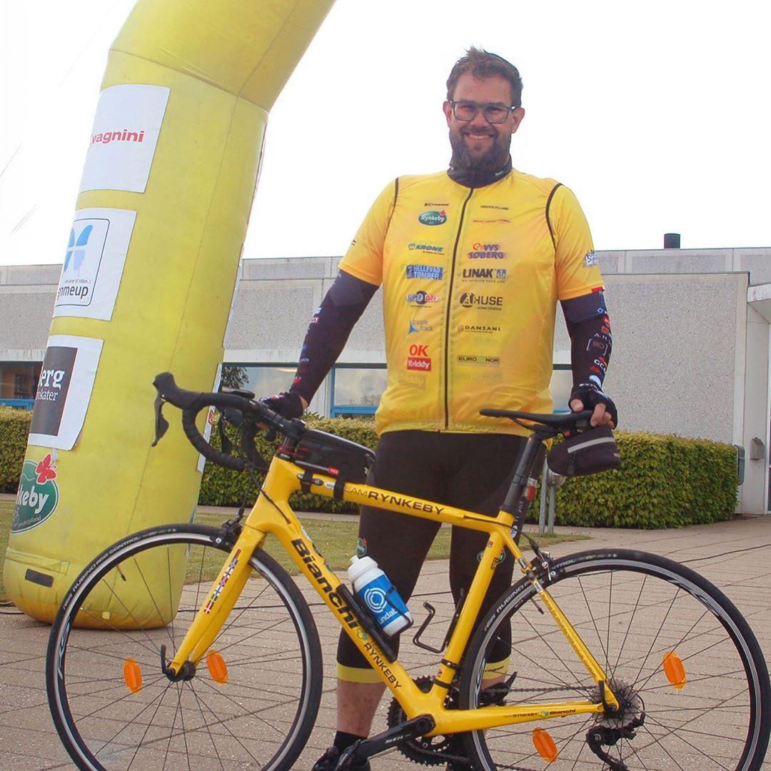 """Thomas er sej! Han træner til sit livs cykeltur med Team Rynkeby til Paris til fordel for børn med kritiske sygdomme og deres familier. Thomas arbejder til daglig hos vores kunde Lindab i Haderslev. Vi støtter op omkring projektet og glæder os til at se C2IT pryde følgebilerne, når vores """"vest-hold"""" @teamrynkebysonderjylland ruller afsted. #LivetErforKortTil ligegyldighed #teamrynkeby #fuckcancer #børnecancerfonden #kræftramtebørn @teamrynkeby"""