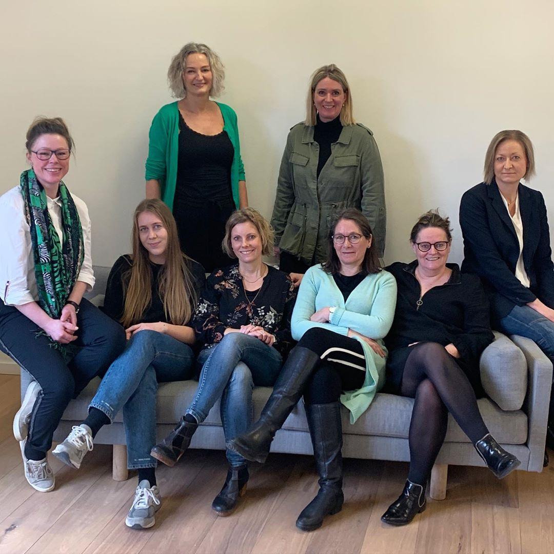 I dag er det International Women's Day og en god anledning til at sætte fokus på kvinder i it-branchen og erhvervslivet generelt. Vi er heldige at have en flok dygtige quinder hos C2IT – og vi har dem både i regnskab, salg, marketing og ledelse samt blandt vores udviklere og IT-konsulenter. Vi har her fanget et udpluk af dem😊 God kampdag derude💪👩👱♀️👩🦱 #IWD2020 #InternationaWomensDay #kvinderneskampdag #karriere #kvinderiit #c2it #LivetErForKortTil ligegyldighed