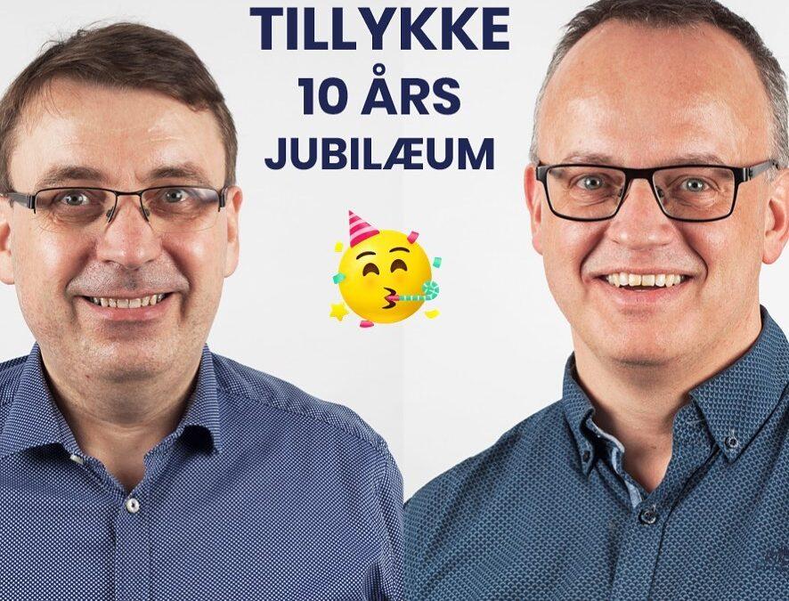 For 10 år siden var Bjarne Astrup og Kent Tranberg Pedersen med til at starte Microsoft Dynamics NAV forretningen op i C2IT. Der blev startet op med 3 mand, og i dag er forretningen vokset til 45 medarbejdere på fire lokationer! Stort TILLYKKE med jubilæet, I to – super godt gået🥳 #LivetErForKortTil korte relationer 🇩🇰 🇩🇰 🇩🇰 🇩🇰 🇩🇰 🇩🇰 🇩🇰 🇩🇰 🇩🇰 🇩🇰