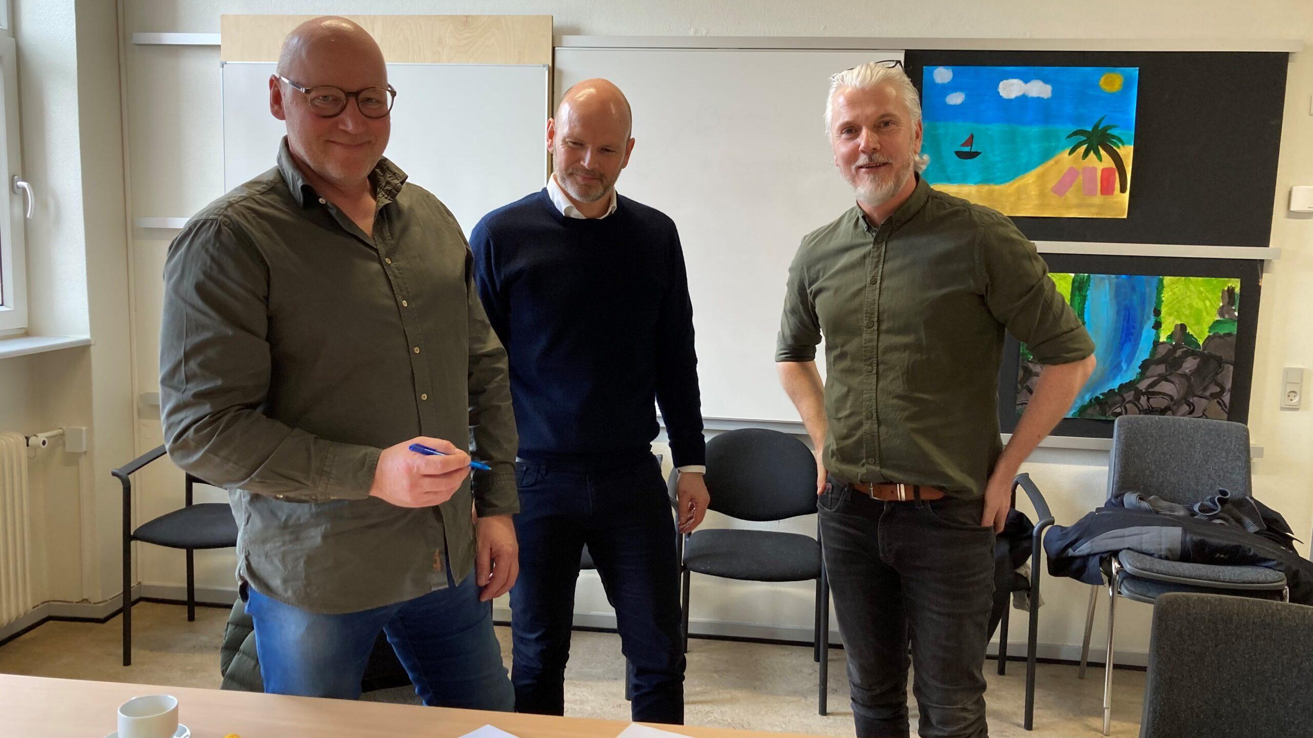 C2IT Group samarbejder med Mølleskolen i Ry om digitalisering. Aftalen underskrives af Carsten Sixhøi, CEO C2IT Group, og Kristian Toft, skoleleder Mølleskolen.