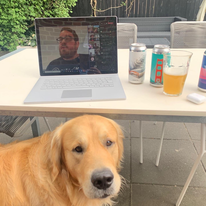 Skøn slutning på ugen… Fredag, fyraften og ølsmagning med kollegaerne  Tak til @alefarmbrewing og vores allesammens personaleforening. God weekend 😎 #LivetErForKortTil kedelige arbejdspladser #godweekend #hundeervelkomne