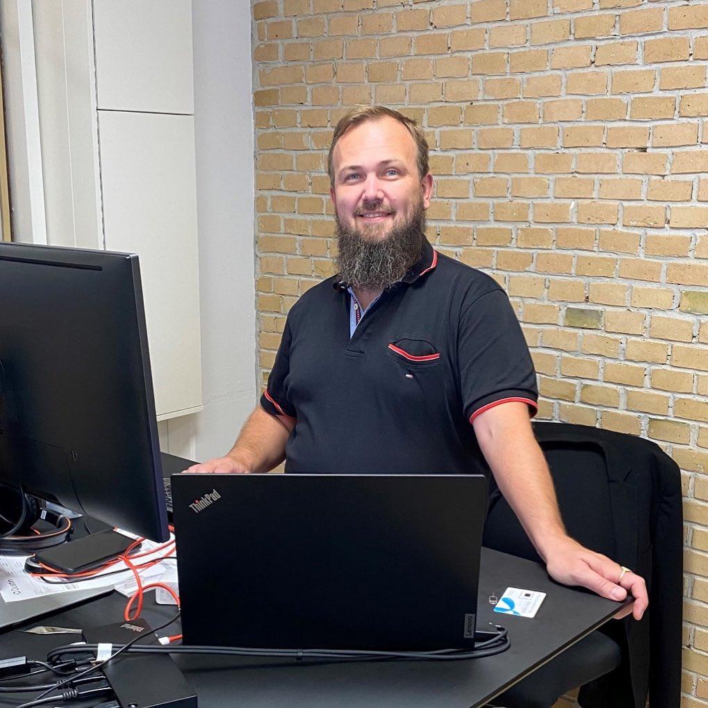 Flere nye kompetencer med Power… Her et VELKOMMEN til Thomas V. S. Gyldborg, der er startet som seniorkonsulent i Aarhus Thomas kommer med mange års erfaring inden for BI udvikling og er allerede godt i gang med kundeopgaver og optimering af løsninger. #digitalisering #powerbi #datawarehousing #sql #azuresql #c2it